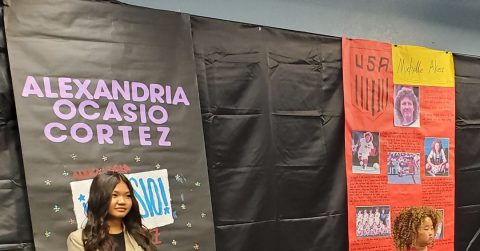 Eastmont Spanish church hosts a Thanksgiving meal.